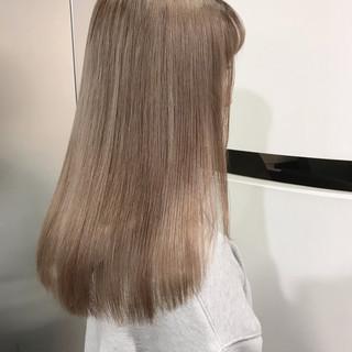 ベージュカラー セミロング 外国人風カラー ガーリー ヘアスタイルや髪型の写真・画像