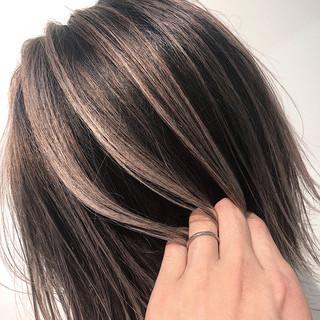 バレイヤージュ ハイライト 外国人風 グレージュ ヘアスタイルや髪型の写真・画像