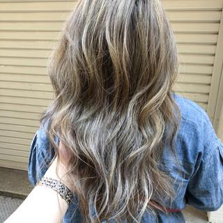 セミロング 金髪 ハイライト エレガント ヘアスタイルや髪型の写真・画像