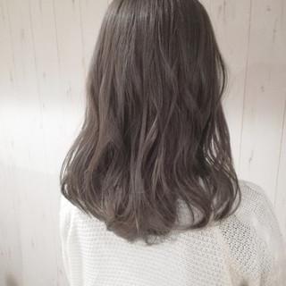 ベージュ アッシュベージュ ゆるふわ 愛され ヘアスタイルや髪型の写真・画像