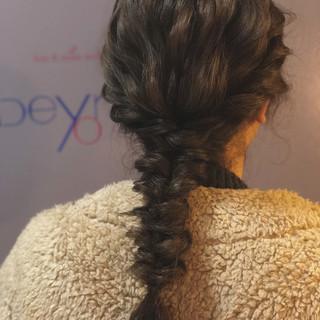 セミロング ヘアアレンジ ナチュラル 謝恩会 ヘアスタイルや髪型の写真・画像