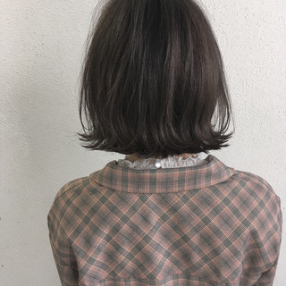 ボブ グレージュ ナチュラル 切りっぱなし ヘアスタイルや髪型の写真・画像