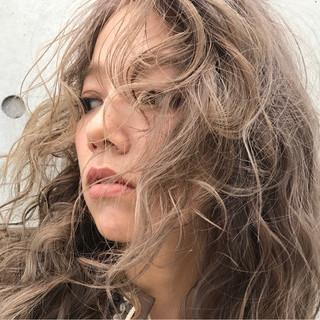 冬 フェミニン 透明感 パーマ ヘアスタイルや髪型の写真・画像