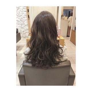 ミルクティーベージュ 外国人風カラー 上品 ロング ヘアスタイルや髪型の写真・画像