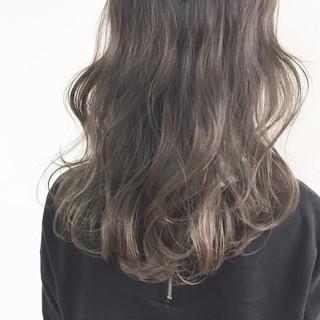 外国人風 セミロング ハイライト アッシュ ヘアスタイルや髪型の写真・画像