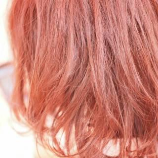 レッド モード ストリート ピンク ヘアスタイルや髪型の写真・画像