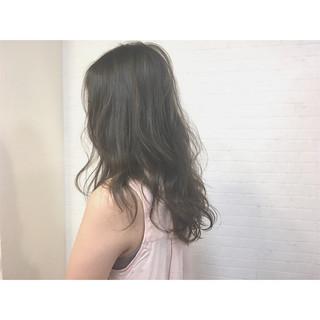 大人かわいい くせ毛風 セミロング ダブルカラー ヘアスタイルや髪型の写真・画像