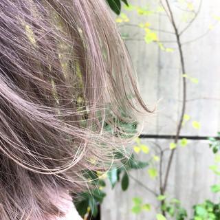 切りっぱなしボブ ミルクティーベージュ ボブ ピンクベージュ ヘアスタイルや髪型の写真・画像