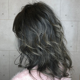 イルミナカラー ハイライト グラデーションカラー アッシュグレージュ ヘアスタイルや髪型の写真・画像