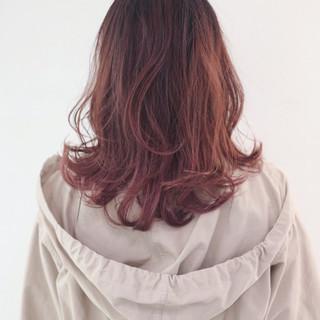 セミロング グラデーションカラー インナーカラー ストリート ヘアスタイルや髪型の写真・画像