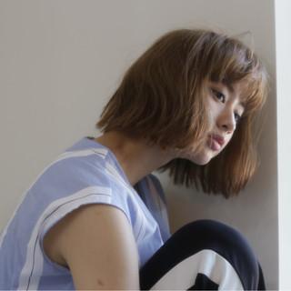 ミディアム 小顔 ウェーブ ナチュラル ヘアスタイルや髪型の写真・画像