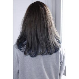 インナーカラー グレー ネイビー ナチュラル ヘアスタイルや髪型の写真・画像