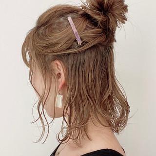 簡単ヘアアレンジ ミディアム セルフヘアアレンジ ハーフアップ ヘアスタイルや髪型の写真・画像