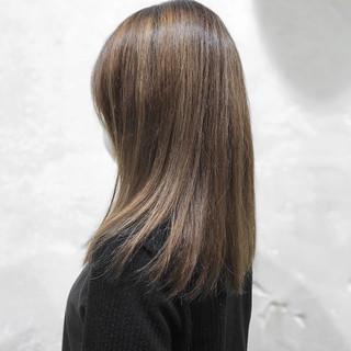 セミロング ベージュ 大人ハイライト マット ヘアスタイルや髪型の写真・画像