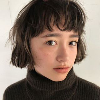 重めバング ブリーチ ボブ アンニュイほつれヘア ヘアスタイルや髪型の写真・画像