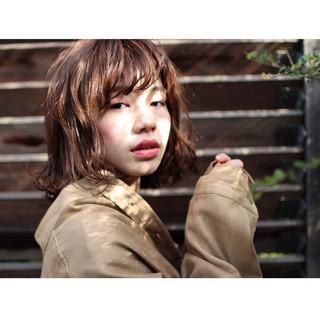 ミディアム ミルクティー フリンジバング 色気 ヘアスタイルや髪型の写真・画像