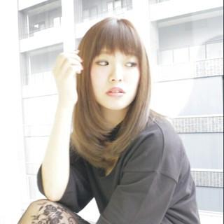 グラデーションカラー セミロング アッシュ フェミニン ヘアスタイルや髪型の写真・画像