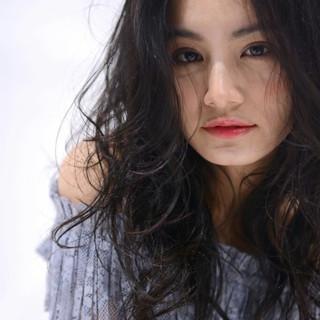 パーマ ゆるふわ 暗髪 ガーリー ヘアスタイルや髪型の写真・画像