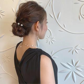 シニヨン お団子アレンジ ロング エレガント ヘアスタイルや髪型の写真・画像