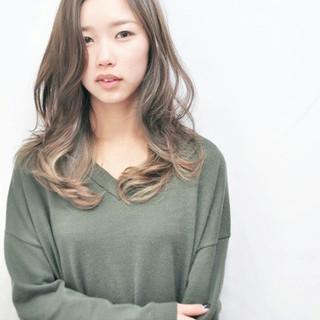 ハイライト 外国人風 アッシュ グラデーションカラー ヘアスタイルや髪型の写真・画像