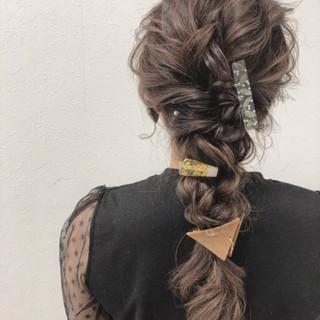 セミロング 編み込み フェミニン 結婚式 ヘアスタイルや髪型の写真・画像