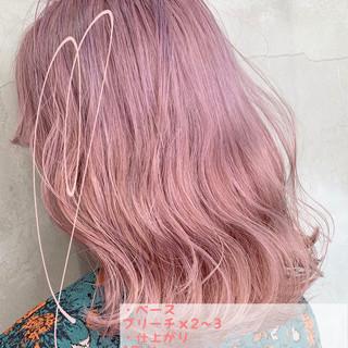 ブリーチカラー ピンクベージュ ガーリー 簡単ヘアアレンジ ヘアスタイルや髪型の写真・画像