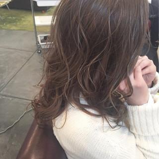ハイライト ミルクティー ロング アッシュ ヘアスタイルや髪型の写真・画像