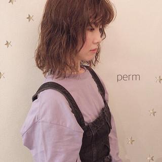 アンニュイほつれヘア パーマ 前髪パーマ ミディアム ヘアスタイルや髪型の写真・画像