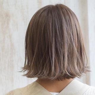 ショートヘア ミルクティー ミニボブ ナチュラル ヘアスタイルや髪型の写真・画像