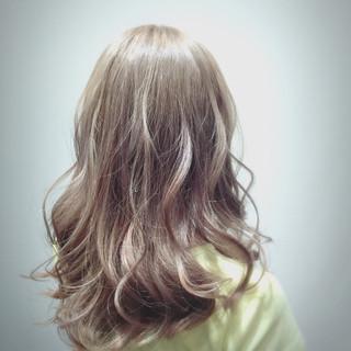 ゆるふわ ストリート アッシュベージュ セミロング ヘアスタイルや髪型の写真・画像