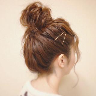 お団子 ルーズ ヘアアレンジ 波ウェーブ ヘアスタイルや髪型の写真・画像
