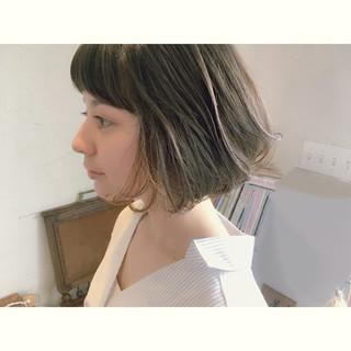 グレージュ 黒髪 インナーカラー ボブ ヘアスタイルや髪型の写真・画像