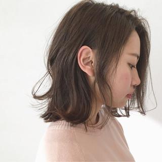 ミルクティー 色気 無造作 ミディアム ヘアスタイルや髪型の写真・画像