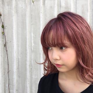ピュア 外ハネ ブリーチ レッド ヘアスタイルや髪型の写真・画像