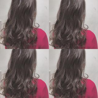 ハイライト グレージュ 上品 アッシュ ヘアスタイルや髪型の写真・画像