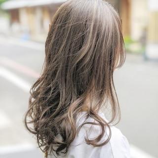 グラデーションカラー ナチュラル ハイライト バレイヤージュ ヘアスタイルや髪型の写真・画像