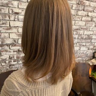ダブルカラー フェミニン ブリーチカラー セミロング ヘアスタイルや髪型の写真・画像