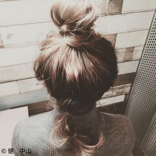 お団子 ルーズ 簡単ヘアアレンジ ショート ヘアスタイルや髪型の写真・画像