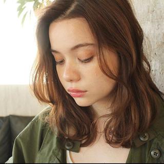 アッシュベージュ ミディアム アッシュ ナチュラル ヘアスタイルや髪型の写真・画像