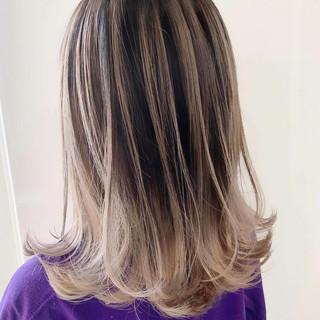 シルバーグレイ 外国人風 ストリート ホワイトベージュ ヘアスタイルや髪型の写真・画像