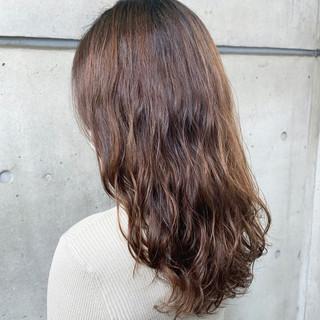 ゆるふわパーマ ロング レイヤーカット ナチュラル ヘアスタイルや髪型の写真・画像