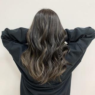 ハイライト セミロング 大人ハイライト グレージュ ヘアスタイルや髪型の写真・画像