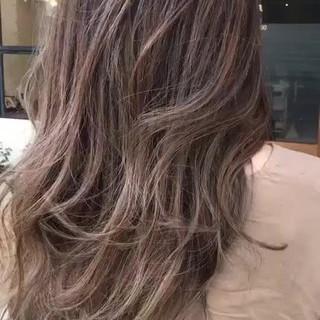 エレガント ゆるふわ グラデーションカラー ハイライト ヘアスタイルや髪型の写真・画像