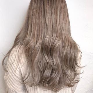 ナチュラル ロング ミルクティーブラウン ミルクティーグレージュ ヘアスタイルや髪型の写真・画像