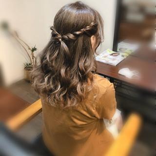ヘアアレンジ 結婚式 ハーフアップ ねじり ヘアスタイルや髪型の写真・画像