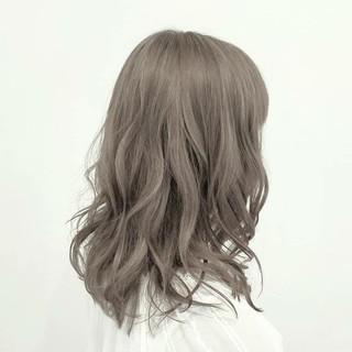 アッシュ ハイライト ハイトーン ミディアム ヘアスタイルや髪型の写真・画像