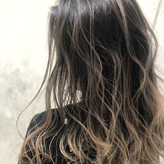 セミロング バレイヤージュ ブリーチ必須 ストリート ヘアスタイルや髪型の写真・画像