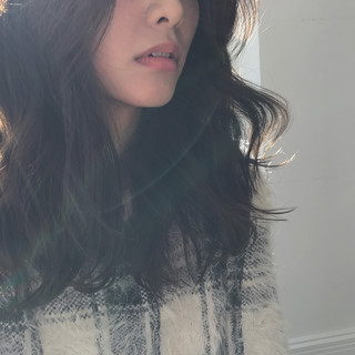セミロング デート ミルクティー 大人女子 ヘアスタイルや髪型の写真・画像