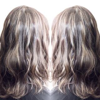 グレージュ セミロング 上品 外国人風 ヘアスタイルや髪型の写真・画像