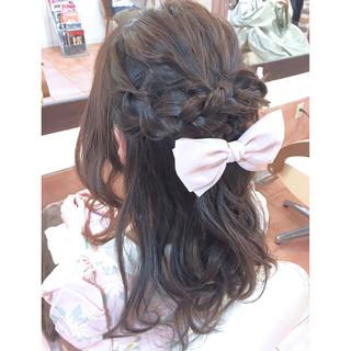 ハーフアップ ゆるふわ ワイドバング ミディアム ヘアスタイルや髪型の写真・画像